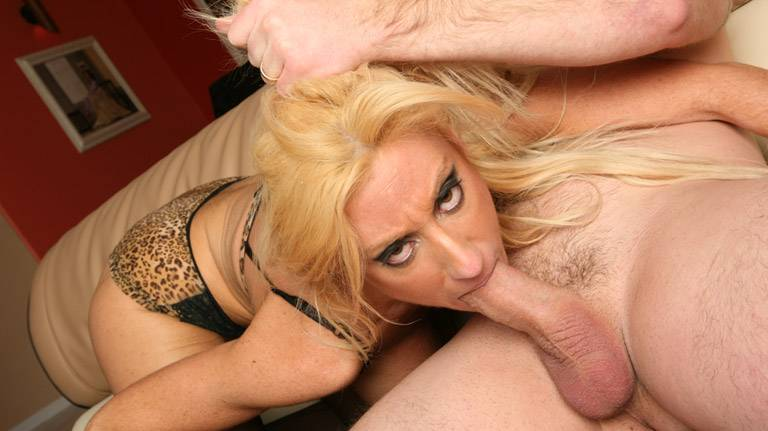 Watch Reagan Anthony deep throat and suck