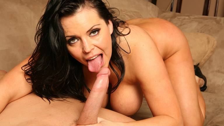 Brunette Angelica Sinn is a mature dream fuck